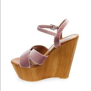 Steve Madden Shoes - 🎉SALE!!! Steve Madden platform velvet sandal- 8
